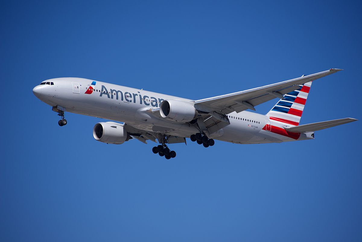 1200px-American_Airlines_B-777_on_short_final_at_LAX_(16911503641)