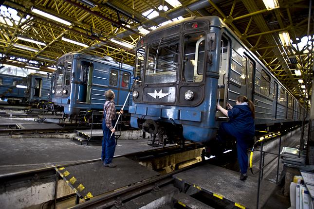 20121008-metroszerelvenyek-metrokocsi-karbantartas-bkv-regi3