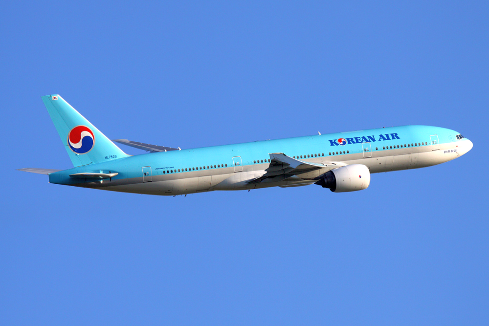 Korean_Air_Boeing_777-200ER_HL7526_SVO_2011-6-17