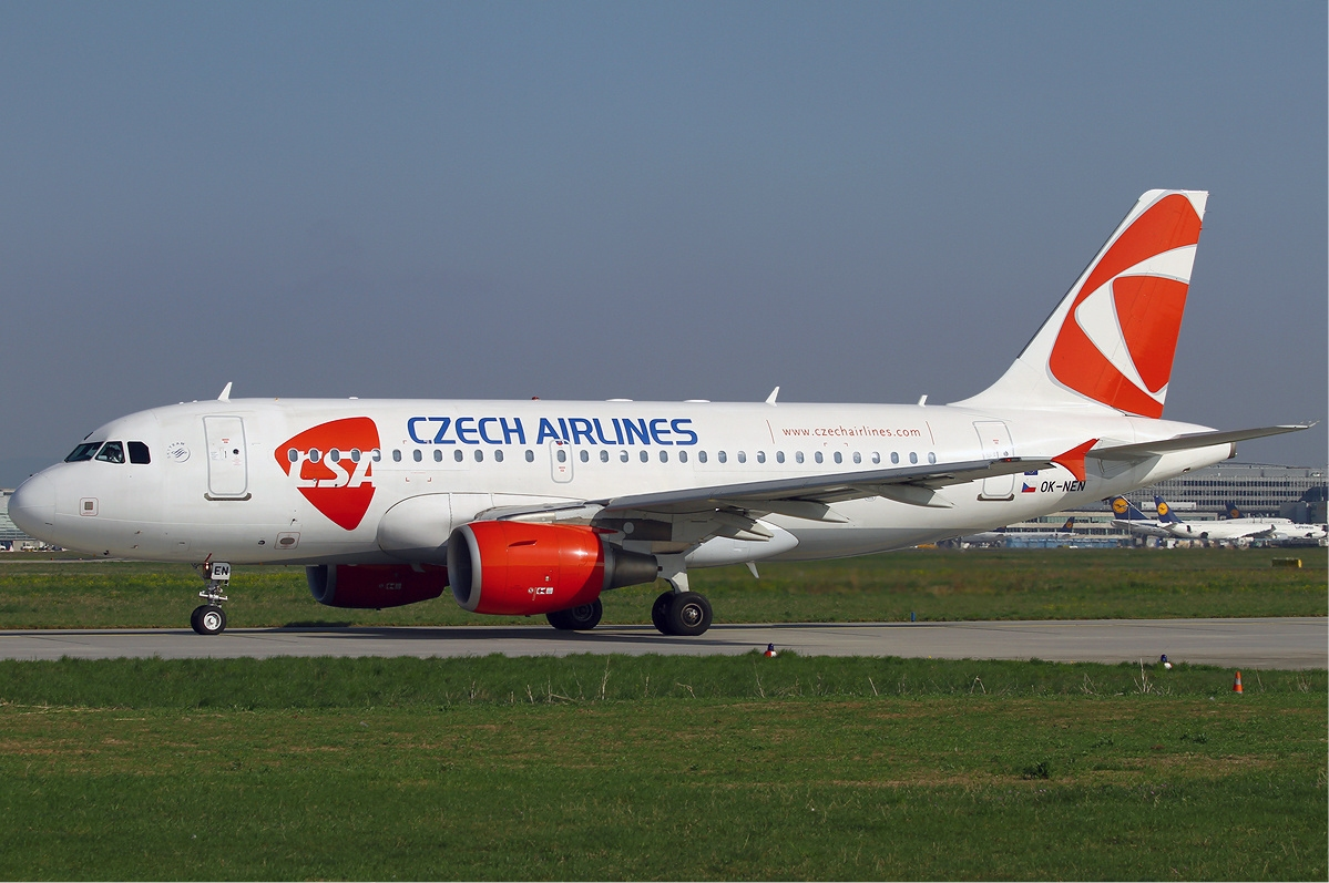 CSA_Czech_Airlines_Airbus_A319_KvW