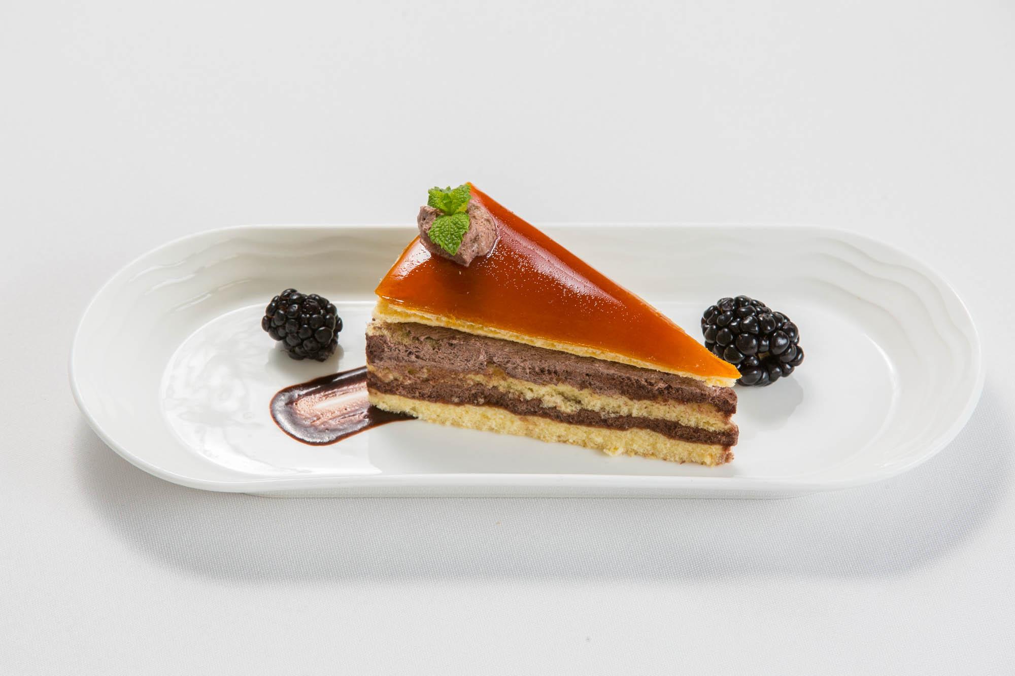 Emirates_fedelzet_dobos_torta